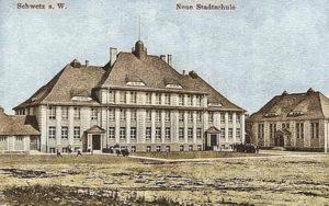 Obecna szkoła nr 1 wraz z salą gimnastyczną